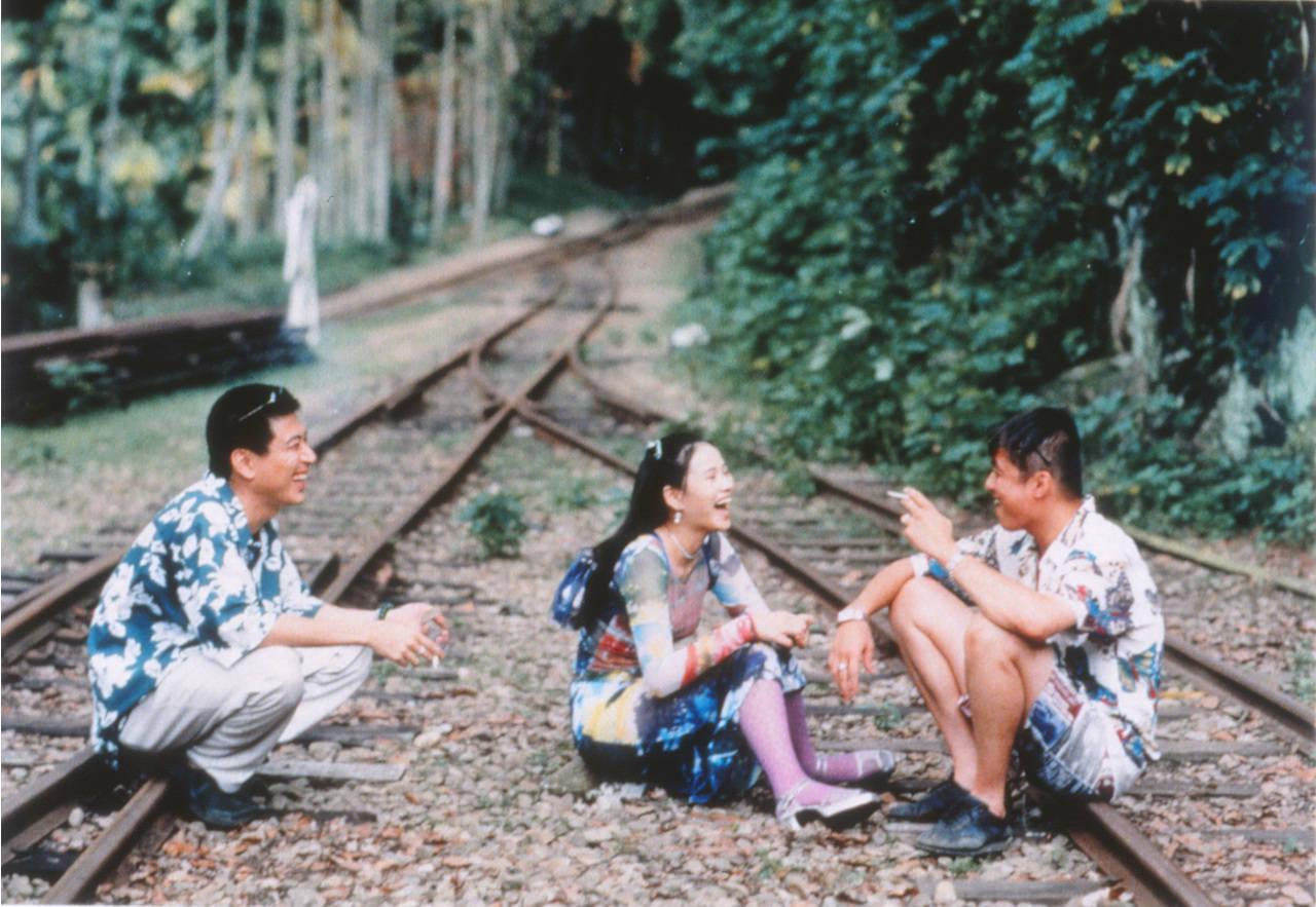 憂鬱な楽園で、列車は進む