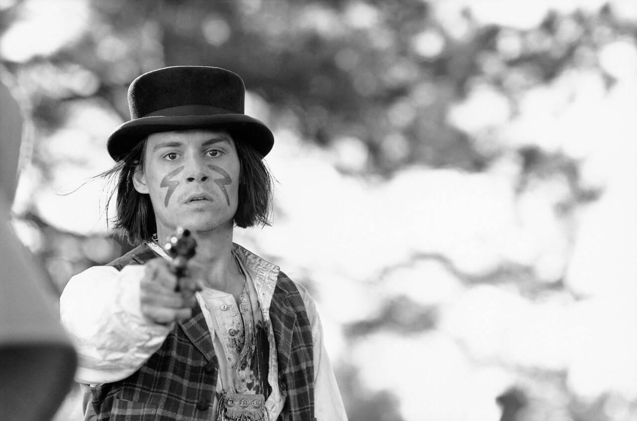 ジョニー・デップに魅せられる。ジャームッシュがオフビート感覚満点に描く異色西部劇「デッドマン」