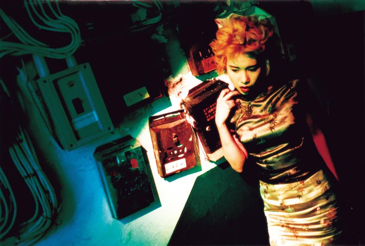 妖しく官能的なネオン街で織りなされる恋とすれ違い…ウォン・カーウァイが幻想的に紡ぐ男女5人の群像劇「天使の涙」