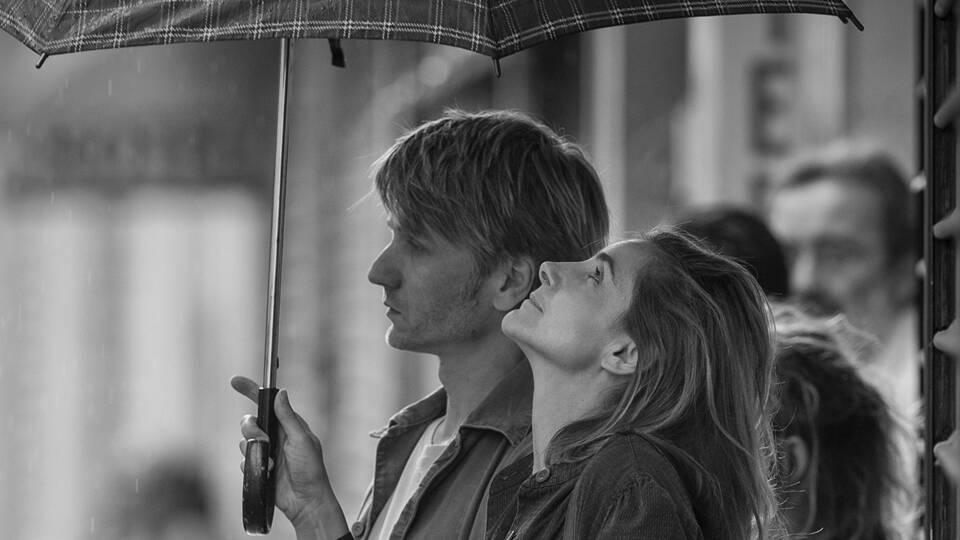 愛されたいと願い、傷つけ合う3人の男と女。フィリップ・ガレルがモノクロ映像で美しく綴る恋模様「パリ、恋人たちの影」