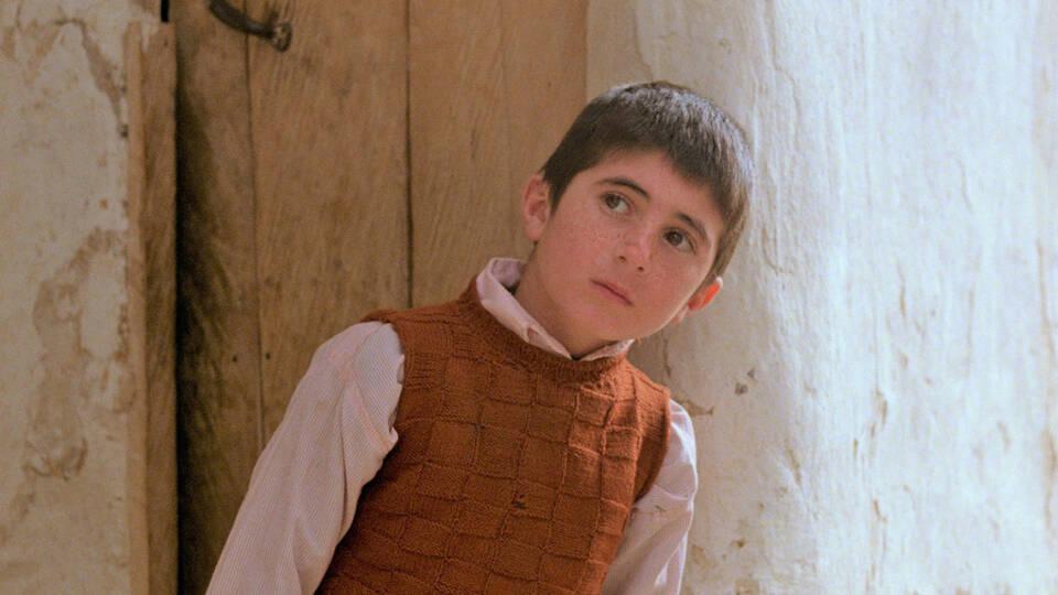 友人思いのまっすぐな少年に胸を打たれる…イランの巨匠アッバス・キアロスタミが世界に名を知らしめた名作「友だちのうちはどこ?」