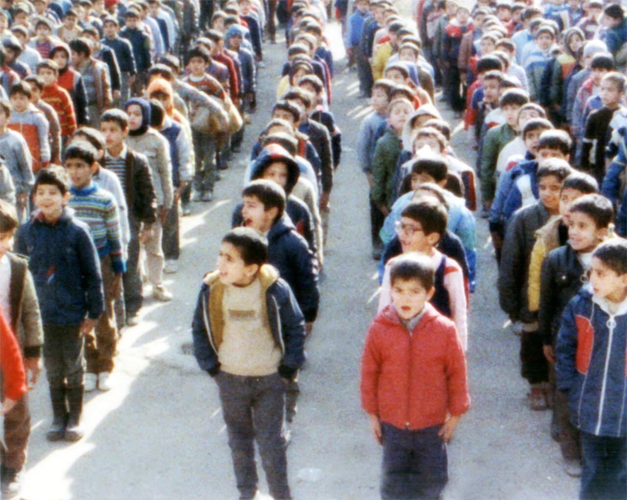 アッバス・キアロスタミ監督が子供たちにカメラを向けイランの教育問題を徹底リサーチ!「ホームワーク(1989)」